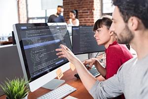 website development being taught to a digital marketing intern